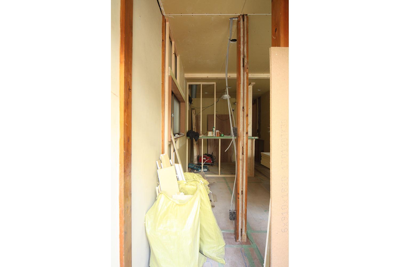 リフォーム中の玄関