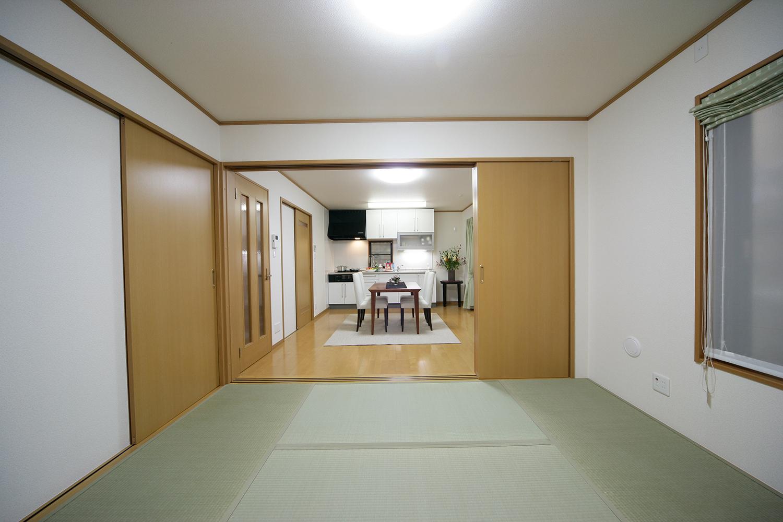 和室からのリビング写真