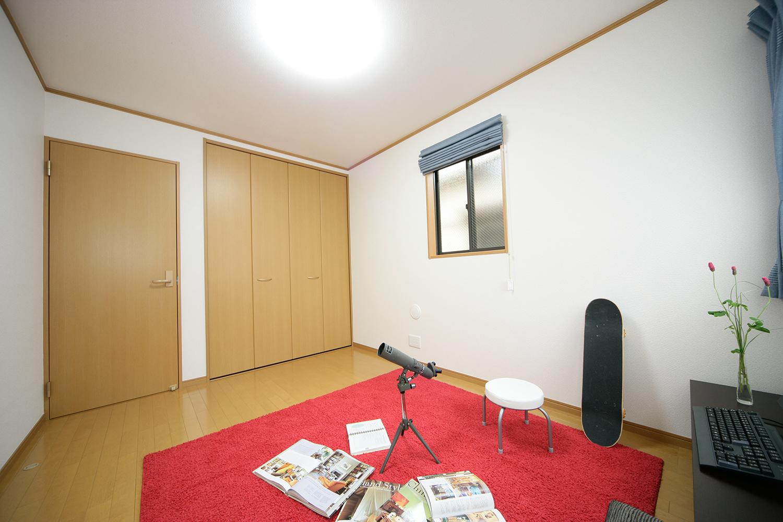 大型収納がある洋室2写真