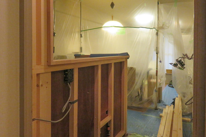 キッチンのカウンター内に電気配線