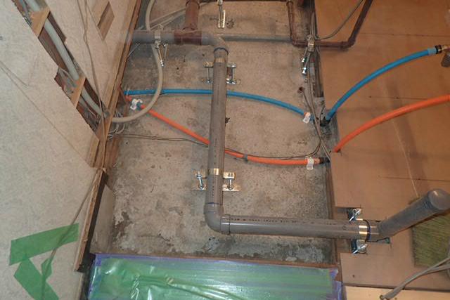 新しい給排水管