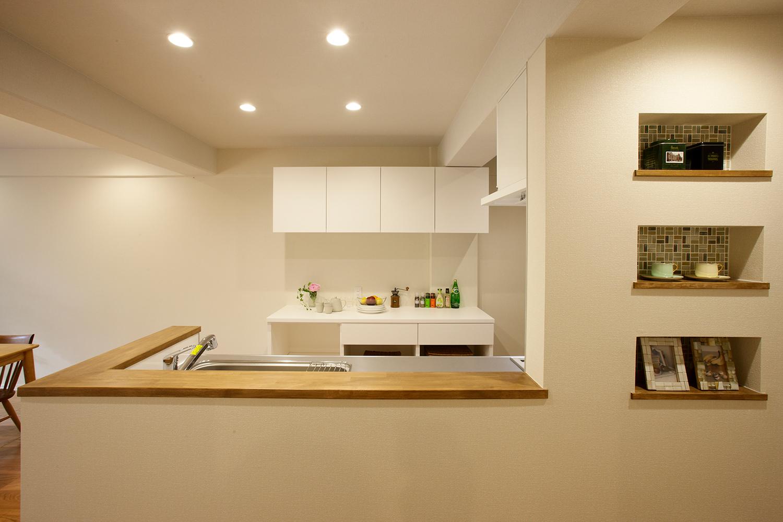 正面から見たキッチン