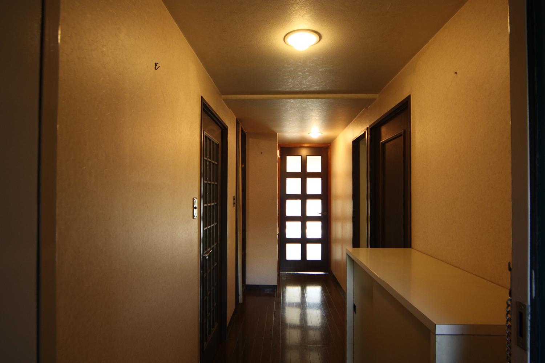リフォーム前の玄関と廊下
