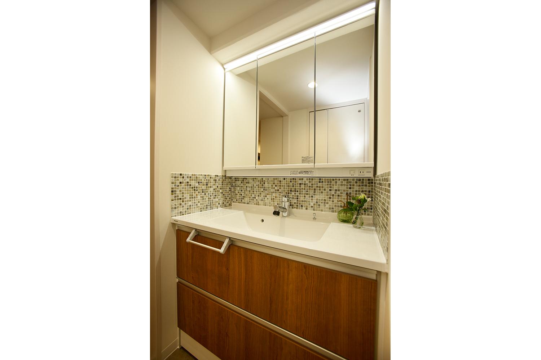 浴室側からみた洗面化粧台