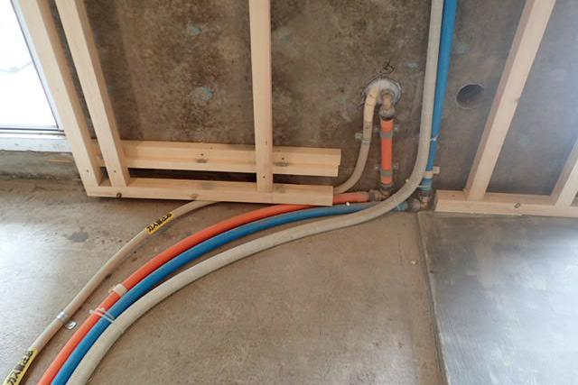 ガス給湯器への住まい側配管