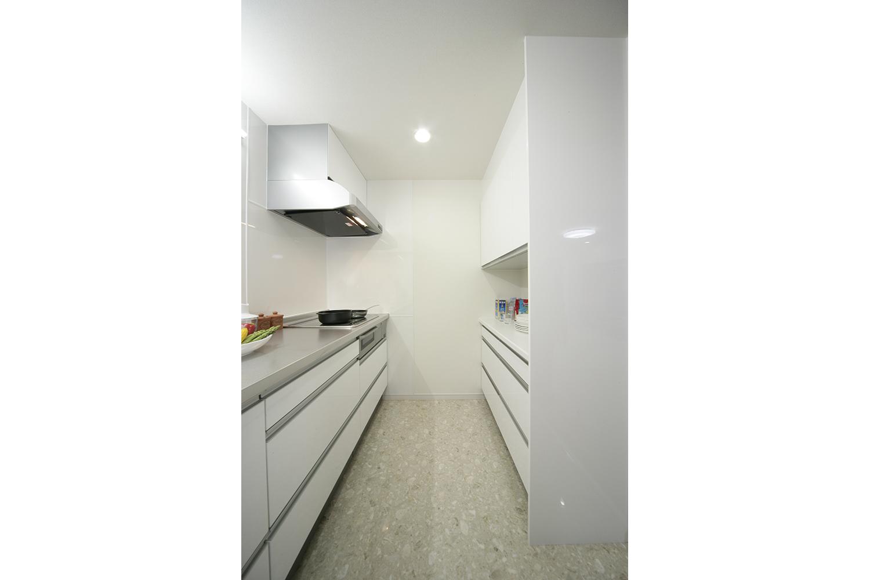 キッチンの扉を閉めた状態