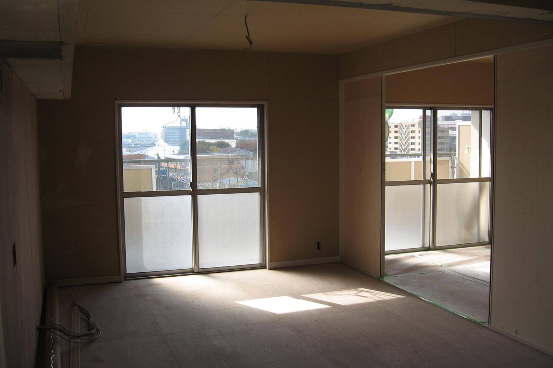 リビング寝室の床壁天井施工