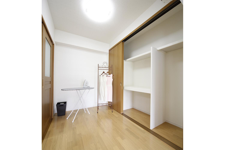 施工後東側洋室(1)収納