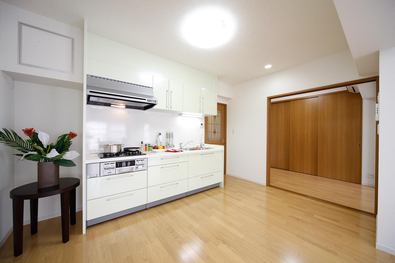リフォーム後キッチン全体と洋室