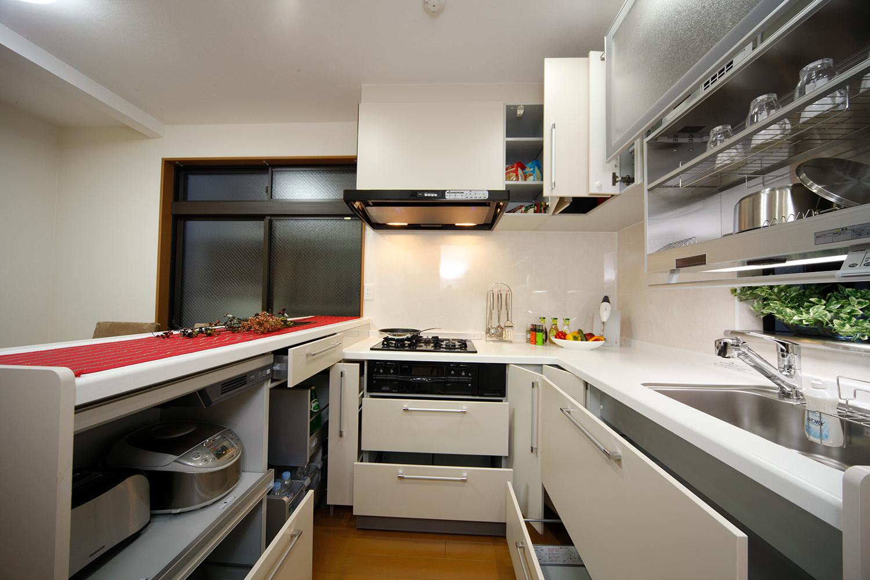 リフォーム後のキッチン収納すべて全開