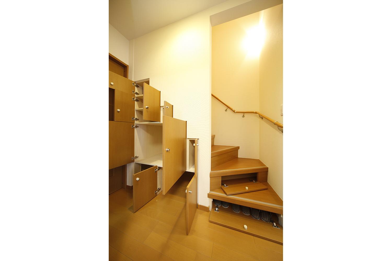 リフォーム後の階段収納全開