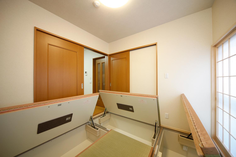 リフォーム後1階和室畳下収納全開