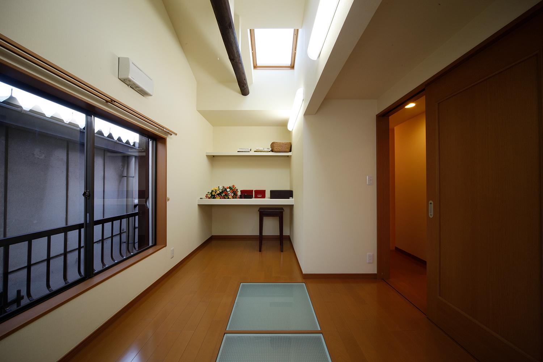 リフォーム後の2階洋室と光井戸とトップライト