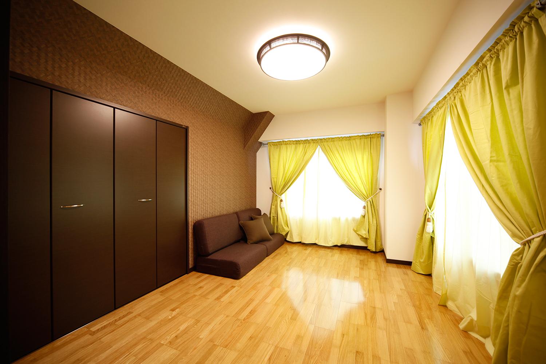 寝室のリゾート風カーテン