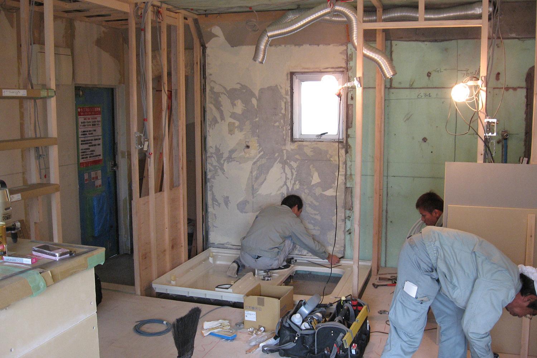 浴室ユニット組み立て