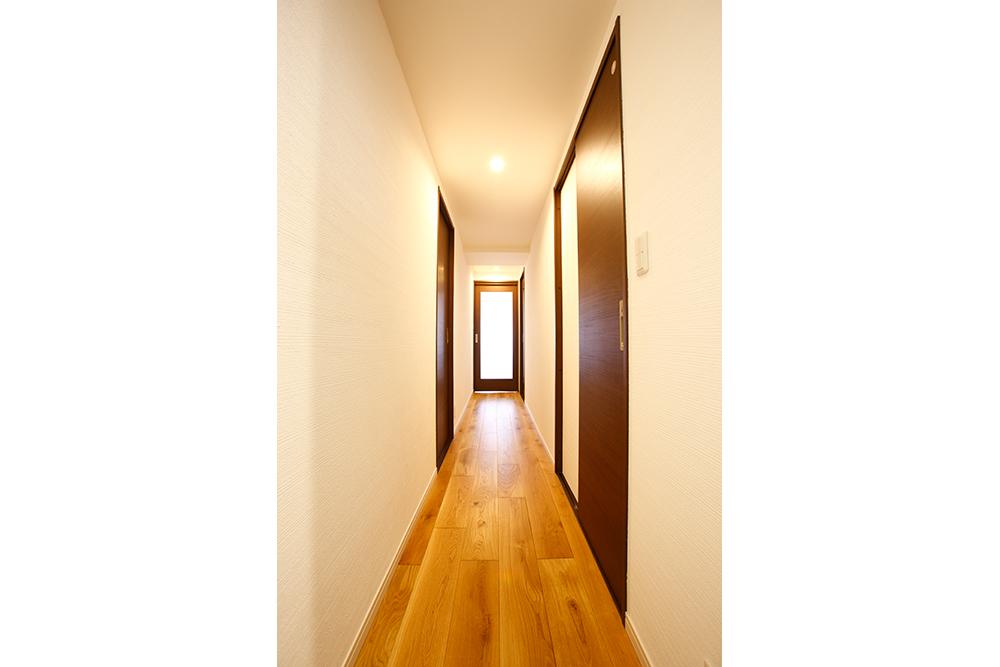 リフォーム後の廊下無垢オーク床