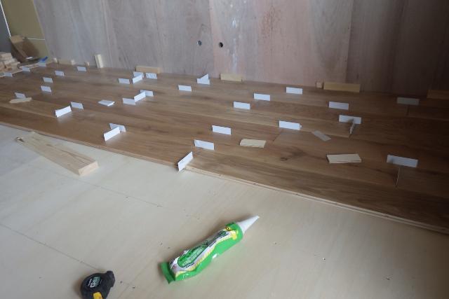 床貼り中の細かな処理