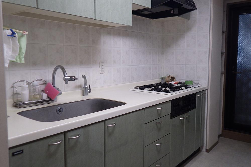 リフォーム前使用中のキッチンと棚