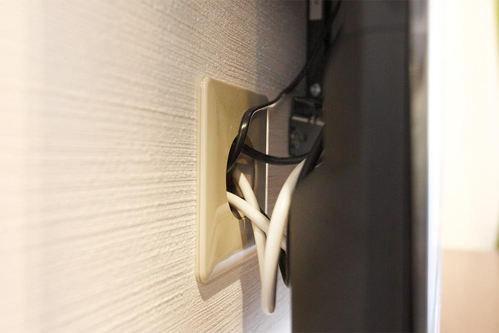 壁付け前提に埋め込んだテレビ配線口