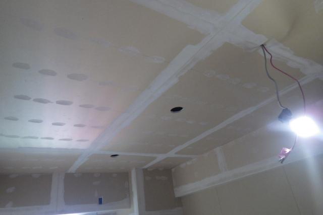 天井・壁下地中