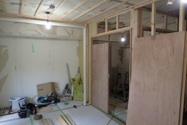 リフォーム工事中の西側部屋