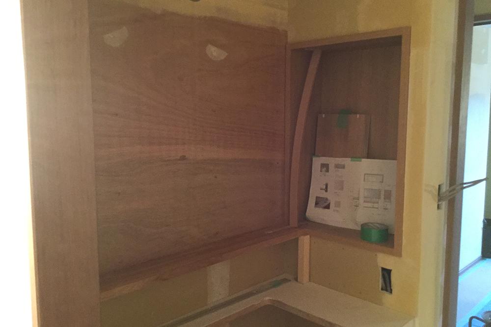 洗面台の壁内棚