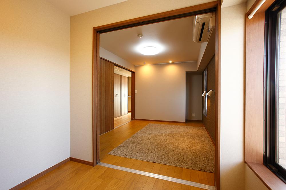 広い納戸から寝室