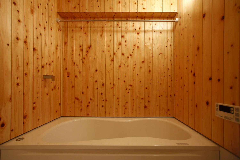 ヒノキ浴室の壁