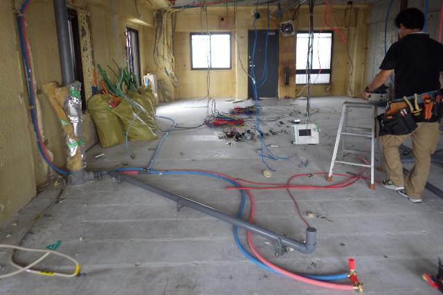 キッチンリフォームで移動する排水管