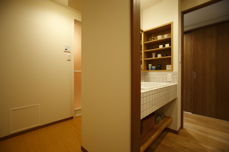 洗面室から浴室までの廊下