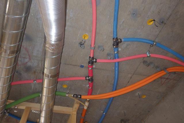 天井の給水管