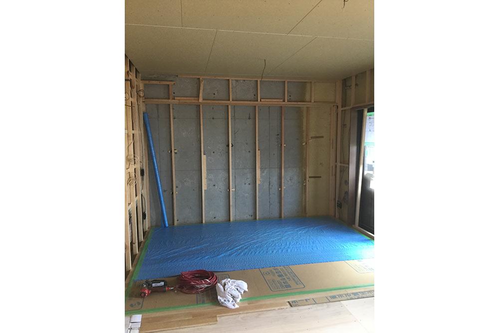 床壁の木枠