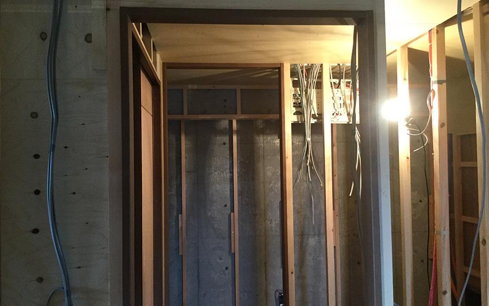 ドアの建具枠