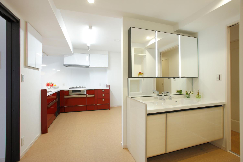 リフォーム後の洗面とキッチン