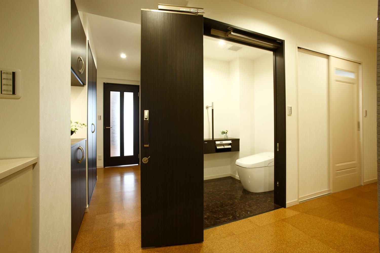 リフォーム後のトイレ廊下